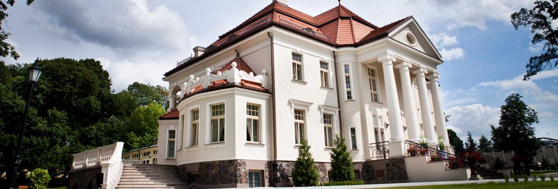 Tlokinia Palace in ul. Kościelna 46 62-860 Tłokinia Kościelna, Poland