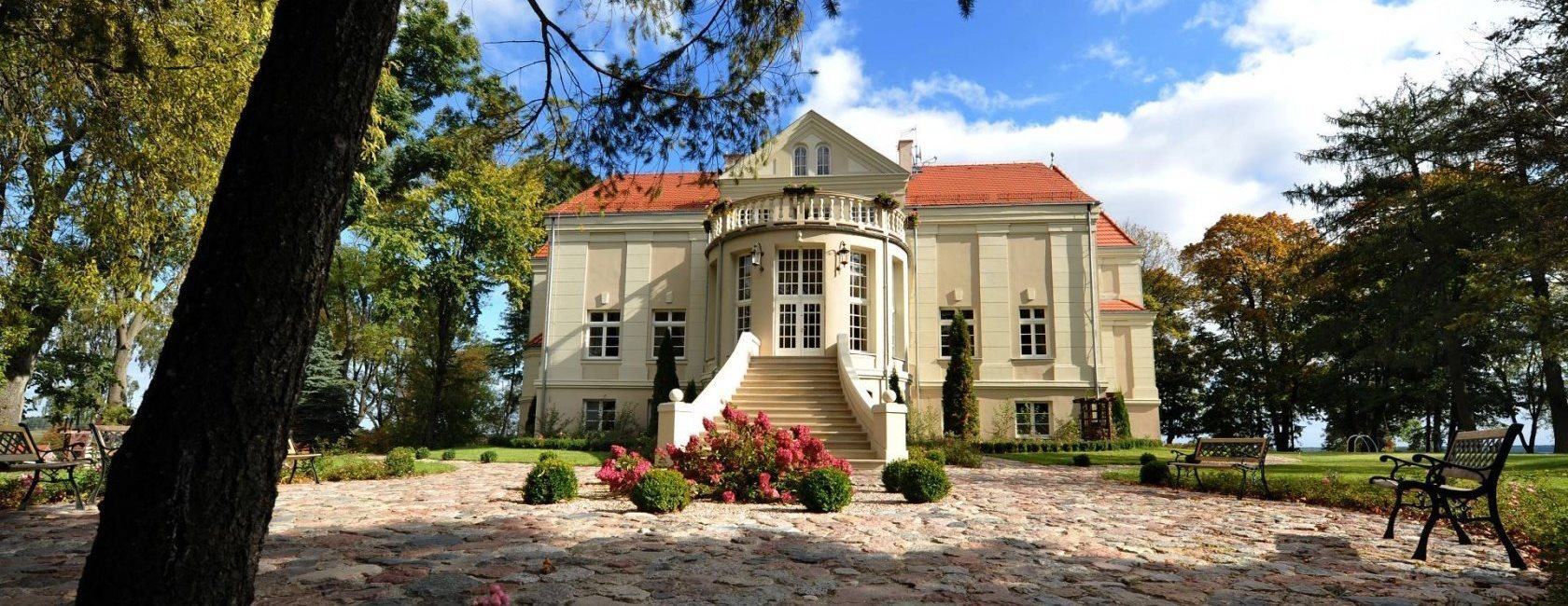 Pacoltowo Palace in Gierzwald, Poland
